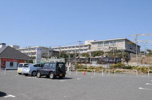 江ノ電が前を走っていきます
