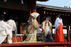 平和を祈る踊り「浦安の舞」