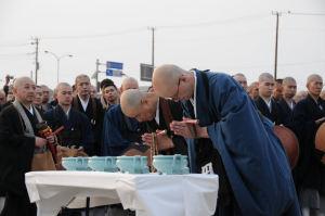托鉢をされて来られた僧侶の方々