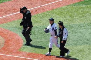 林横浜市長と仲良く手をつないで