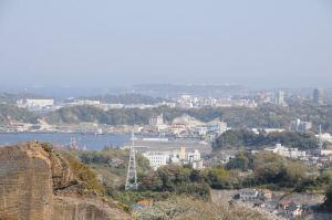 南東方向には「長浦港」