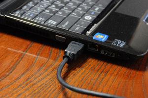 ノートPCのHDMI端子を使い