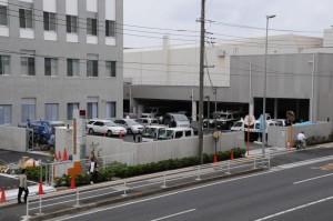 署内の駐車場