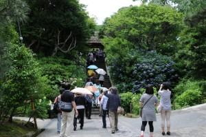 東慶寺門前