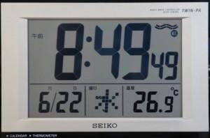 部屋の温度計は26.9度