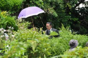 日傘には「HM」のイニシャルが