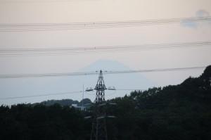 西には富士山が