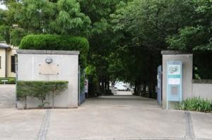 「ブラフ18番館」への入口