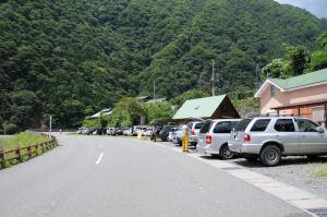 登山客用の無料駐車場