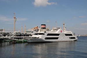 観光船「マリーン ルージュ」