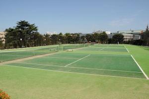 東側にあるテニスコート