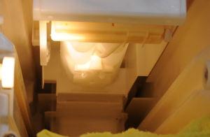 製氷皿は水をためる位置、水平に