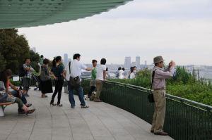 左手には横浜の代表的な風景が
