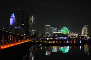 「クイーン」横浜税関がみえます