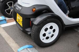 タイヤサイズはスクーター同じようです