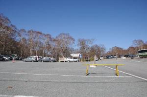 駐車場は車が30台ほど