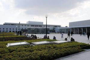 記念講堂前広場