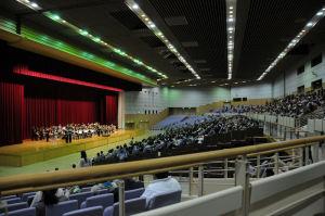 講堂内のステージ