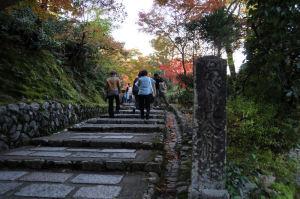 念仏寺参道入口