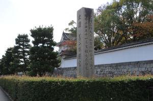 東南の石碑