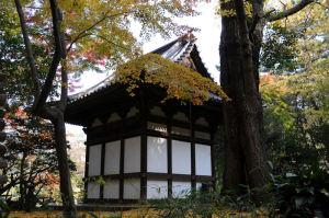 寿塔覆堂の裏側