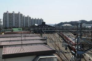金沢検車区と高層マンション