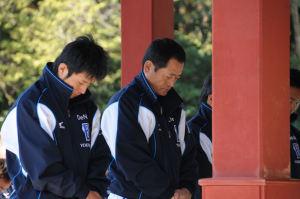 左は選手会長、新沼捕手