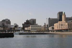 南側にみえる横浜三塔