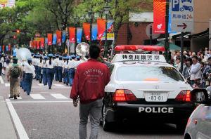 パトカーがパレードの最後に