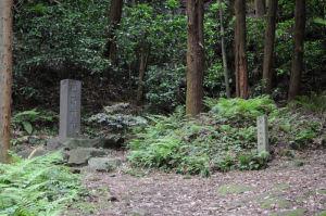 左の熊野神社へ寄って行きます