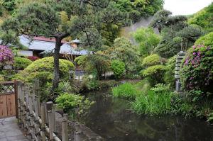 本殿裏には庭園が