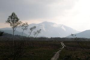 夕暮れの至仏山