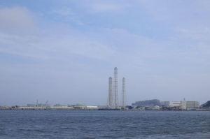 まだ明るい久里浜港