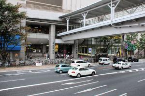 京急「上大岡駅」入口