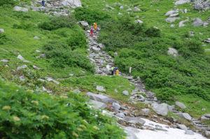 岩場の登山道