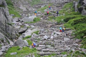 石積みされた登山道
