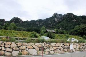 駐車場のからの瑞牆山