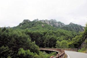 岩肌が荒々しい瑞牆山