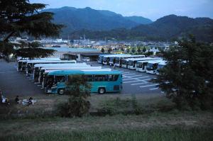 クリスタルホール駐車場の観光バス