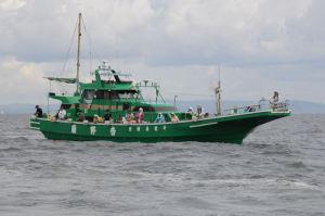 浦安と書かれた遊漁船