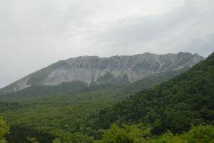 最高峰1720mの大山