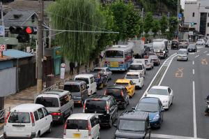 渋滞する国道16号線