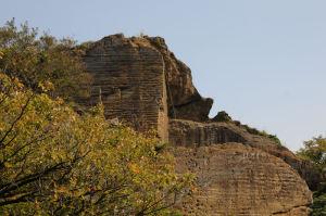 東側の岩壁にもロープが