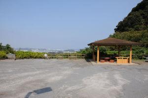 鷹取山の広場