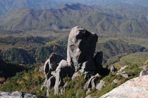 30mある大ヤスリ岩