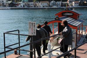 4人の女性が乗船