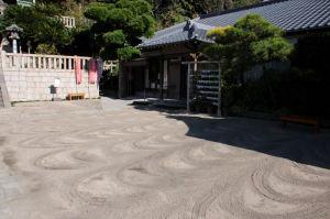 砂地が掃き清めて