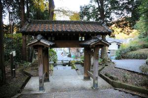 浄智寺の総門裏手