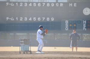 内野手の送球を