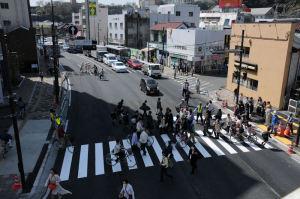 新しい横断歩道が使われています